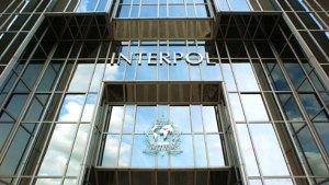 Interpol advierte que criminales tendrán como objetivo las vacunas contra el Covid-19