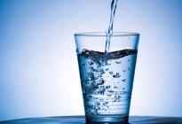 Cuántos vasos de agua debes beber al día para estar sano, según tu edad