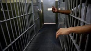 Tres presos muertos en México por intoxicarse tras beber gel antibacterial