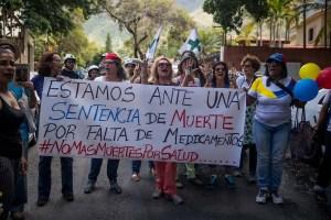 """""""No estoy enfermo porque quiero"""": Venezolanos con enfermedades crónicas piden medicamentos"""