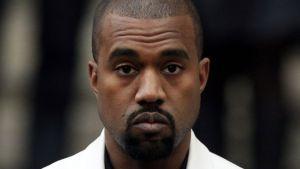 ¿Qué bicho le picó? Kanye West orinó sobre un Grammy y publicó el video en redes sociales