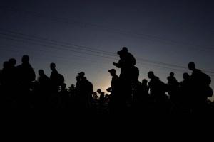 Caravana de tres mil migrantes se dirige hacia la frontera de Estados Unidos