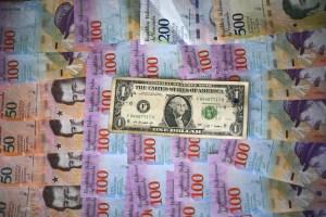 Venezuela cerró noviembre con una paralizante devaluación superior al 50%