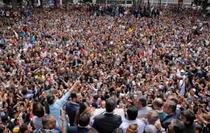 """""""¡Sí se puede!"""" gritaron los venezolanos a Guaidó en la plaza Bolívar de Chacao: Las FOTOS que recorren el mundo"""