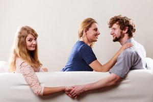 Cómo darte cuenta si tu pareja es infiel, según un detective privado