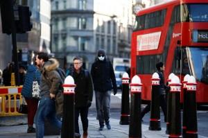 Mascarilla obligatoria gana terreno en Europa por el coronavirus