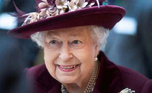 La reina Isabel II se emocionó al recordar la primera condecoración que recibió en su vida