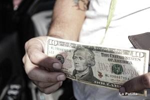 Nuevo impuesto a operaciones en divisas provocará un retroceso en la dolarización