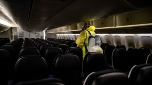 """Crean un """"escudo invisible"""" para evitar la propagación del coronavirus dentro de los aviones (FOTO)"""