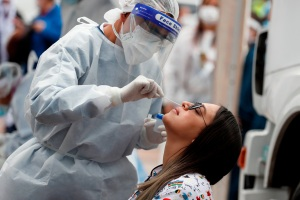 Casos y muertes por coronavirus no dan tregua en Colombia