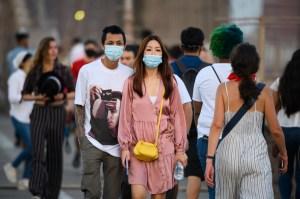 Después de un repunte alarmante, los casos de coronavirus en Nueva York disminuyen