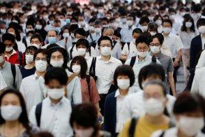 Japón lanzó una mascarilla inteligente para desechar las de China (Fotos y video)
