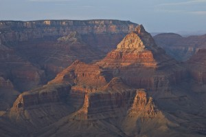 El terrible momento en que una mujer intentó tomar una foto en El Gran Cañón, pero cayó y murió
