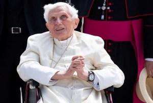 Benedicto XVI tiene dificultades para hablar, reveló el cardenal Grech