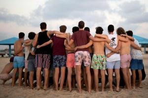 OMS pregunta a jóvenes del mundo: ¿realmente necesitan ir de fiesta?