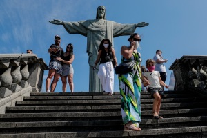 Con una tímida mejora, Brasil pasa de 135.000 muertes por Covid-19