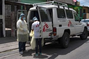 Médicos sin Fronteras, única esperanza contra la covid en zonas de pandillas en El Salvador