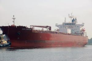 Tanquero ancló en El Palito con cargamento de diésel suministrado por la india Reliance Industries
