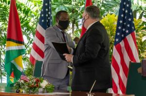 EEUU y Guyana lanzarán patrullajes marítimos conjuntos cerca de la disputada frontera con Venezuela