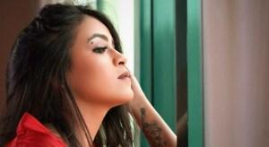 """""""Farsante"""" el nuevo sencillo de Paola Houghton"""