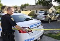 Horror en Estados Unidos: Llegó a la casa de sus padres con el cuerpo desmembrado de su novia en maletas