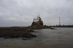 Extraordinaria decrecida del río Paraguay dejó al descubierto un barco hundido (Fotos)