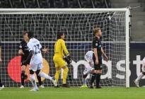 El Real Madrid tiró del orgullo y evitó in extremis la derrota en Monchengladbach