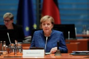 Merkel quiere cerrar bares, gimnasios y restaurantes para frenar el virus