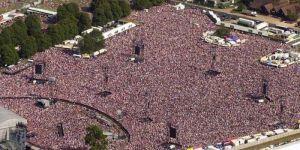 """Oasis en Knebworth: El concierto """"bíblico"""" de los 90 que marcó un antes y después de la banda"""