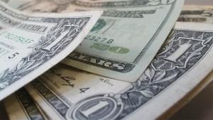 Dólar paralelo inicia segunda semana de mayo en baja: Mira en cuánto se cotiza