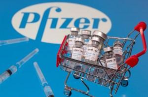 La vacuna de Pfizer/BioNtech fue aprobada sin precipitación, según regulador británico