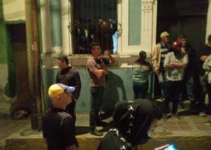 """""""Alacranes"""" y colectivos armados intentaron tomar sede de AD en Los Teques (Fotos)"""