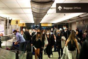 EEUU mantendrá las restricciones de viaje tras aumento de contagios provocados por la variante delta