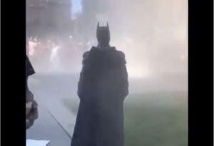 ¡Insólito! Hasta Batman apareció en medio de las protestas en el Capitolio (VIDEO)