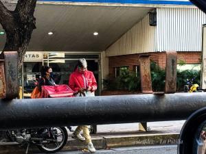 Delivery: Venezolanos optan por hacer entregas a domicilio para sobrevivir (Video)