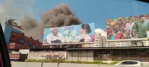 En imágenes: Se registró este #26Ene un incendio adyacente al Hotel Mediterráneo de Petare