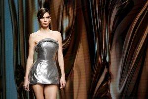 EL BIKINAZO más sexy de Kendall Jenner que deja muy poco a la imaginación (Fotos y Video)