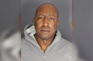 Secuestró a sus inquilinos en un cementerio de Nueva York porque no pagaron la renta