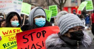 Demócratas en EEUU presionan por aumento de salario mínimo en proyecto de alivio de Covid-19