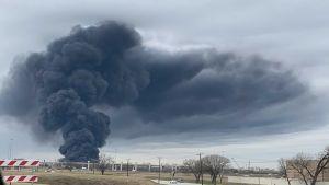 EN VIDEO: Voraz incendio se produjo en una zona comercial de Fort Worth, Texas