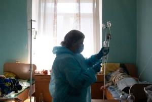 Récords de casos y muertes por Covid-19 en Ucrania por segundo día consecutivo