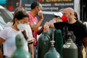 """La pandemia sumó casi mil 300 nuevos contagios en una Venezuela con """"flexibilización"""""""