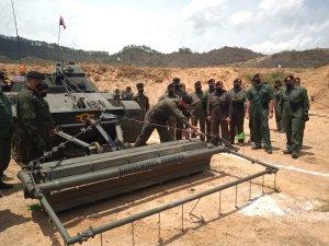 EN IMÁGENES: Régimen de Maduro habilitó blindado barreminas en Apure