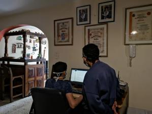 Emigración venezolana convierte a las abuelas en madres otra vez