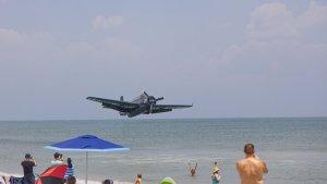 El acuatizaje de emergencia de un avión de la Segunda Guerra Mundial en Florida (Video)