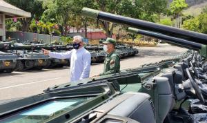 """""""Ministro"""" de Turismo de Maduro peló el diente en """"challenge"""" con tanques de guerra"""