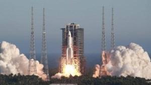EN VIDEO: El cohete chino que se precipita a la Tierra ya puede verse a simple vista en el cielo
