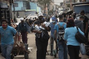 Bloomberg: Vendedores de cigarrillos en Caracas son comerciantes de divisas disfrazados