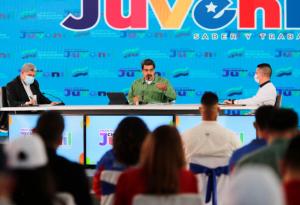 """Maduro derrochó júbilo y cinismo por nombramiento de """"rectores"""" del CNE a su medida"""