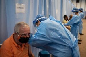 Habilitaron número telefónico para registrar a venezolanos mayores de 40 años sin vacunar